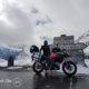 col de l'Iseran sous la neige à moto