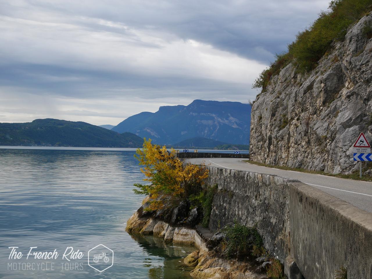 balades moto jura, week-end moto alpes, itinéraire moto savoie, road trip et location moto dans les Alpes, le Jura, en Suisse, en France et en Italie.