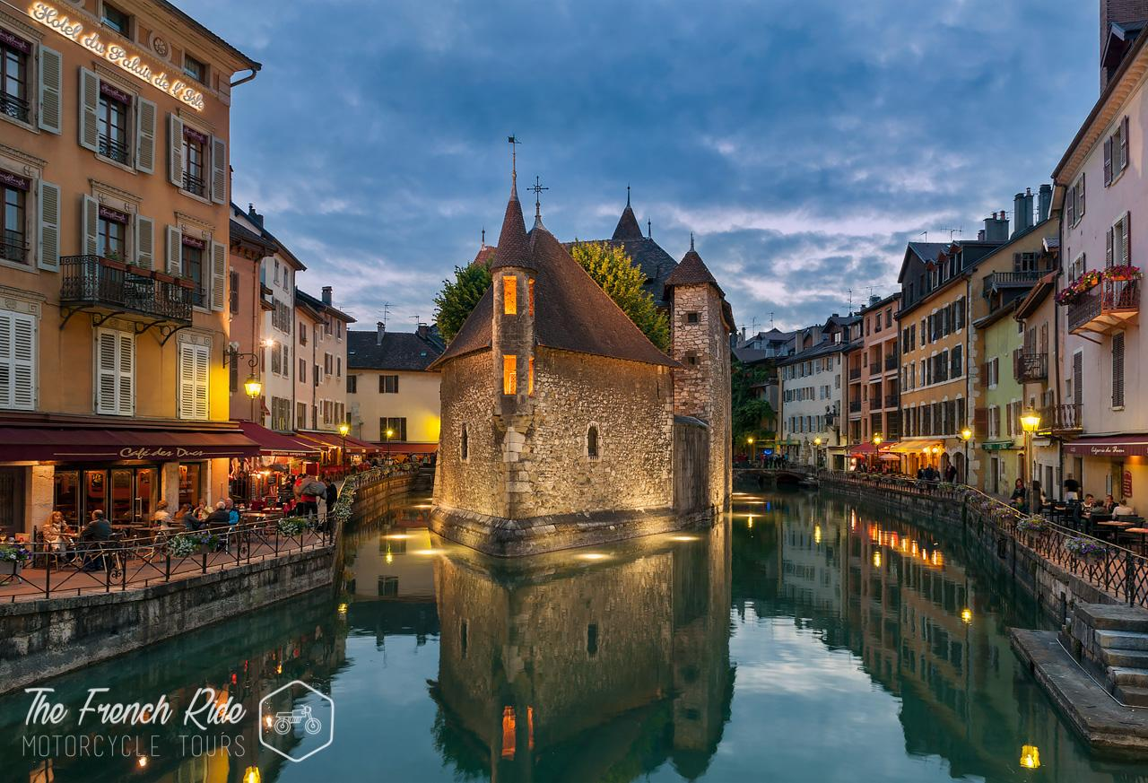 balades, week-end, itinéraires road trip et location moto dans les Alpes, le Jura, à Annecy, à Genève, en Suisse, en France et en Italie.